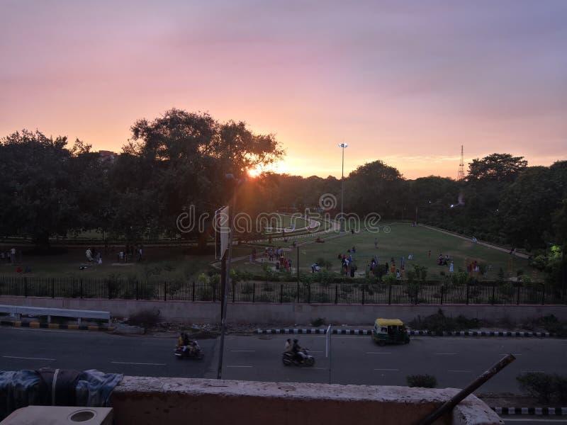Beau lever de soleil après pluie images libres de droits