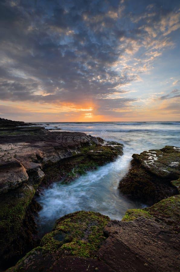 Beau lever de soleil côtier photos libres de droits