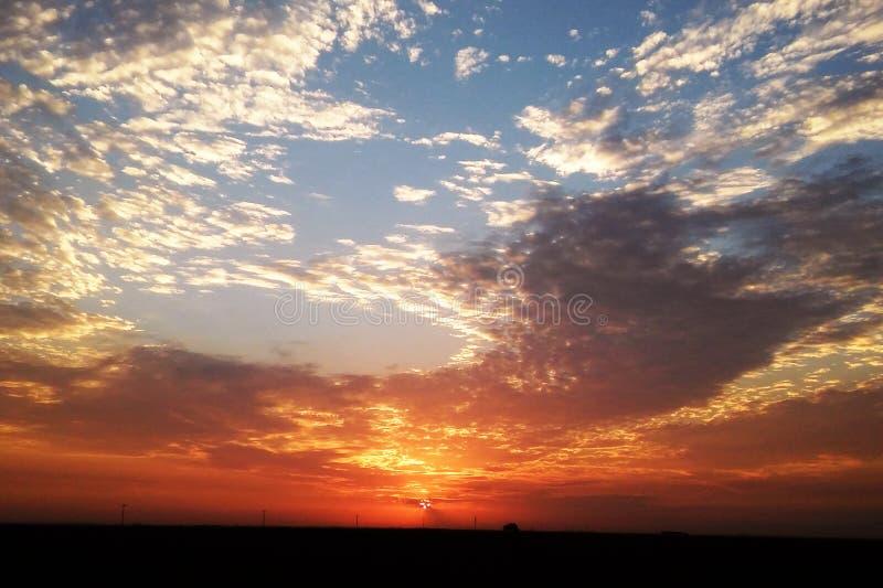 Beau lever de soleil de début de la matinée dans différentes couleurs photographie stock libre de droits