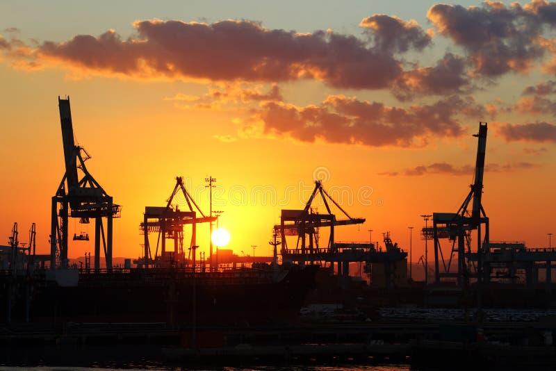 Beau lever de soleil dans le port maritime photographie stock libre de droits