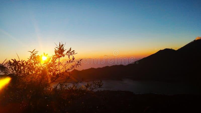 Beau lever de soleil en montagne de batur Bali photographie stock