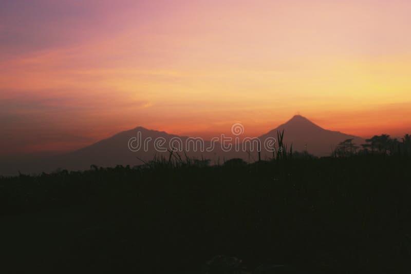 Beau lever de soleil de matin dans la campagne photo libre de droits