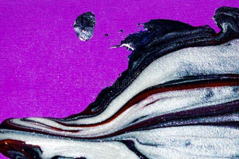 Beau mélange de couleurs sur une toile pourpre photo stock