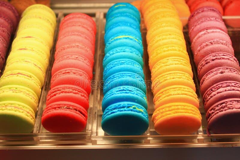 Beau Macarons multicolore photos libres de droits