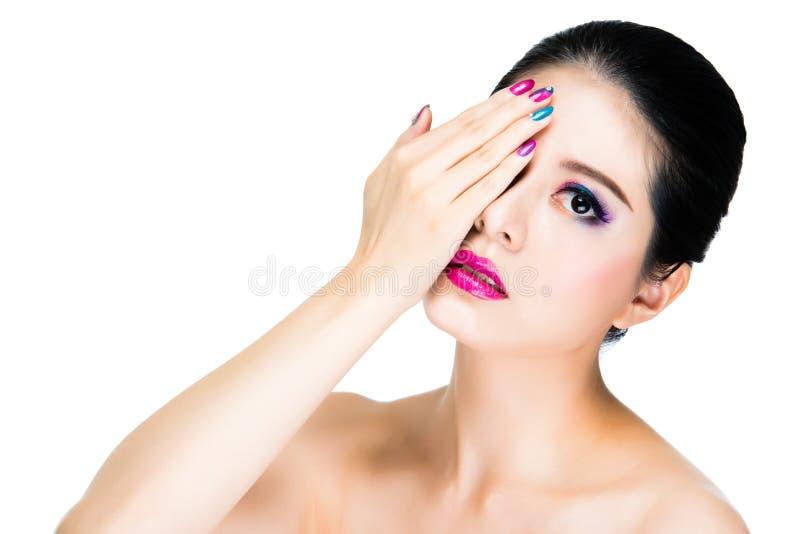 Beau maquillage asiatique de femme avec le rose images stock