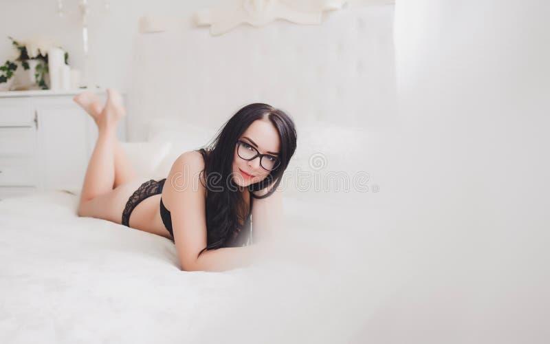 Beau modèle élégant sexy de jeune femme photo stock