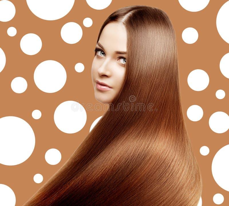 Beau modèle avec de longs cheveux brillants sains Beauté h luxueux images libres de droits