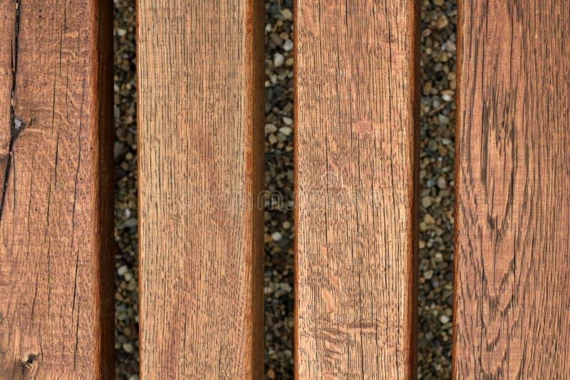 Beau modèle en bois de texture avec le fond de gravier photos stock