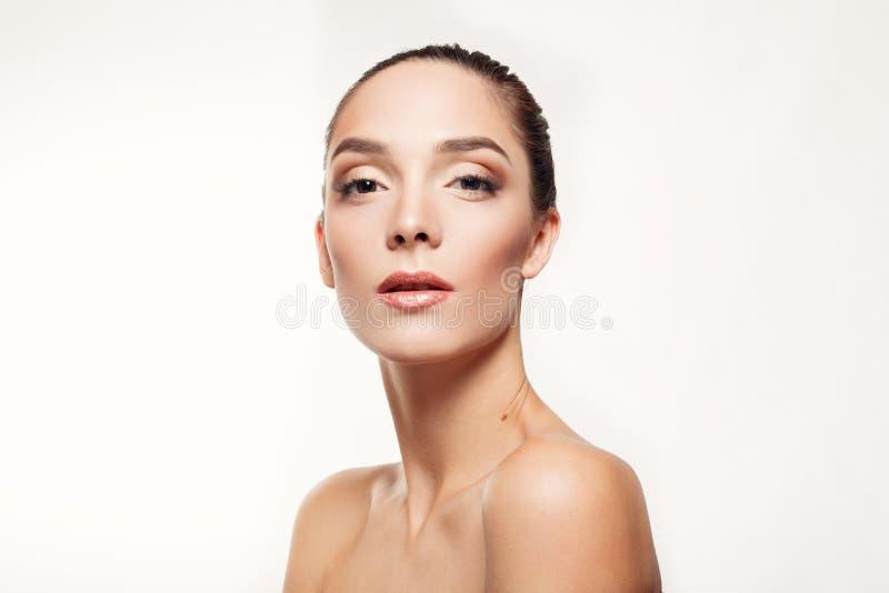 Beau modèle Girl de station thermale de portrait avec la peau propre fraîche parfaite photographie stock libre de droits