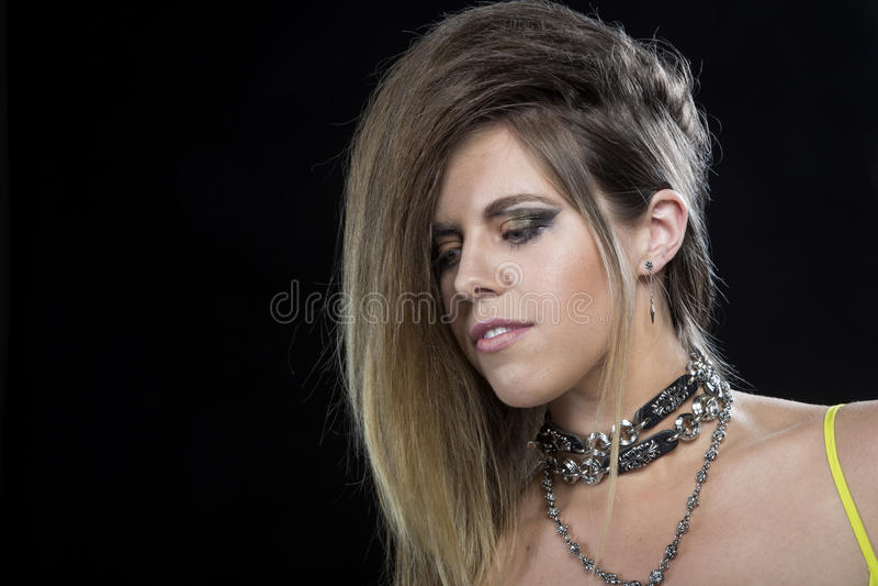 Beau modèle punk blond de cheveux images libres de droits