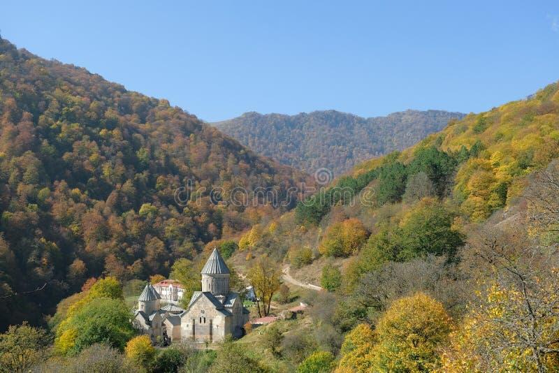 Beau monastère arménien dans les montagnes d'automne, Haghartsin images stock