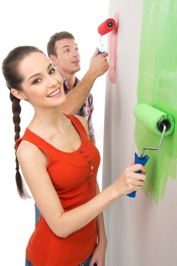 Beau mur et sourire de peinture de fille photos stock