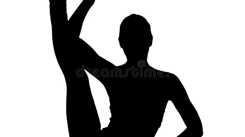 Beau padasana d'Eka de prasarita de fente-urdhva de position de jeune femme de silhouette photo libre de droits