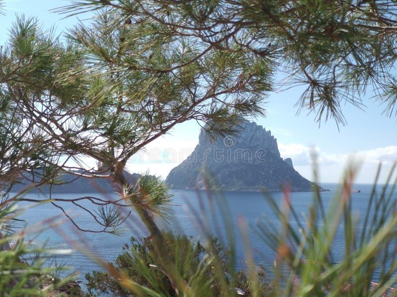 """Beau panorama de l'îlot d'es Vedra sur la falaise de Cala D """"Hort dans Ibiza, île de Pitiusa du Balearics photo stock"""