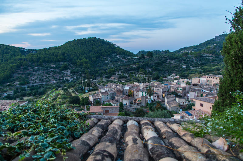 Download Beau Panorama De La Ville Estellencs Sur Majorque, Espagne Photo stock - Image du toit, horizontal: 76088180