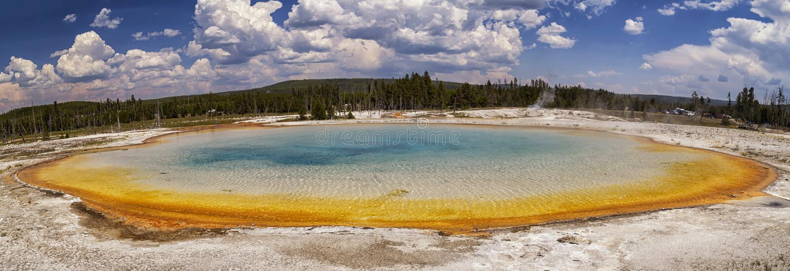 Beau panorama de lac sunset au bassin noir de sable en parc national de Yellowstone image libre de droits