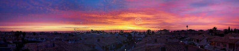 Beau panorama de lever de soleil au-dessus de côte d'Orihuela de station estivale image stock