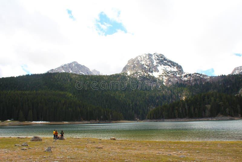 Beau parc national de Durmitor Cr?te de Meded, et lac noir, jezero de Crno, Zabljak image stock