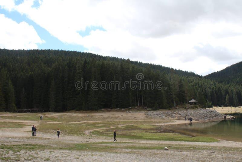 Beau parc national de Durmitor Cr?te de Meded, et lac noir, jezero de Crno, Zabljak photographie stock libre de droits