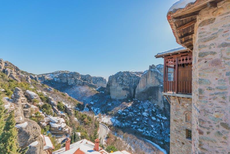 Beau paysage avec des monastères et formations de roche dans Meteora dans l'horaire d'hiver, Grèce photographie stock libre de droits