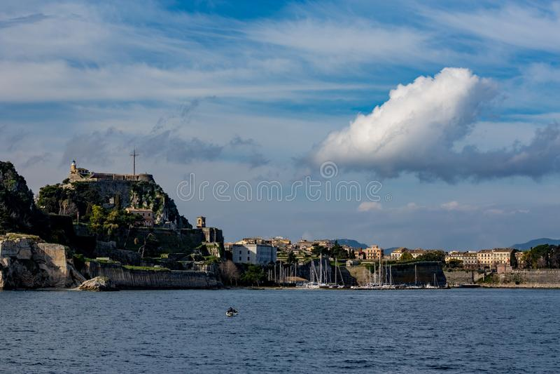 Beau paysage avec l'île de Kerkira, Grèce image stock