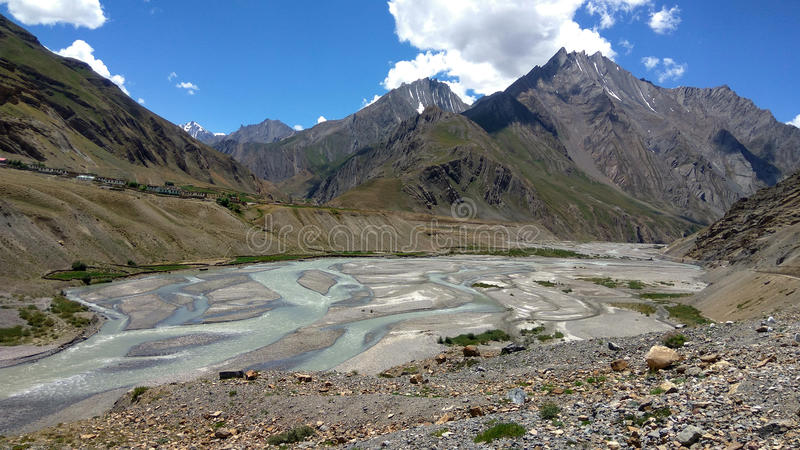 Beau paysage avec River Valley photos libres de droits