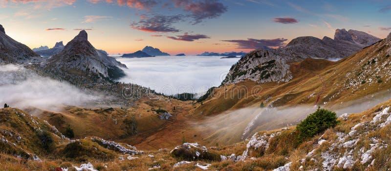 Beau paysage d'été - dolomites de l'Italie photographie stock