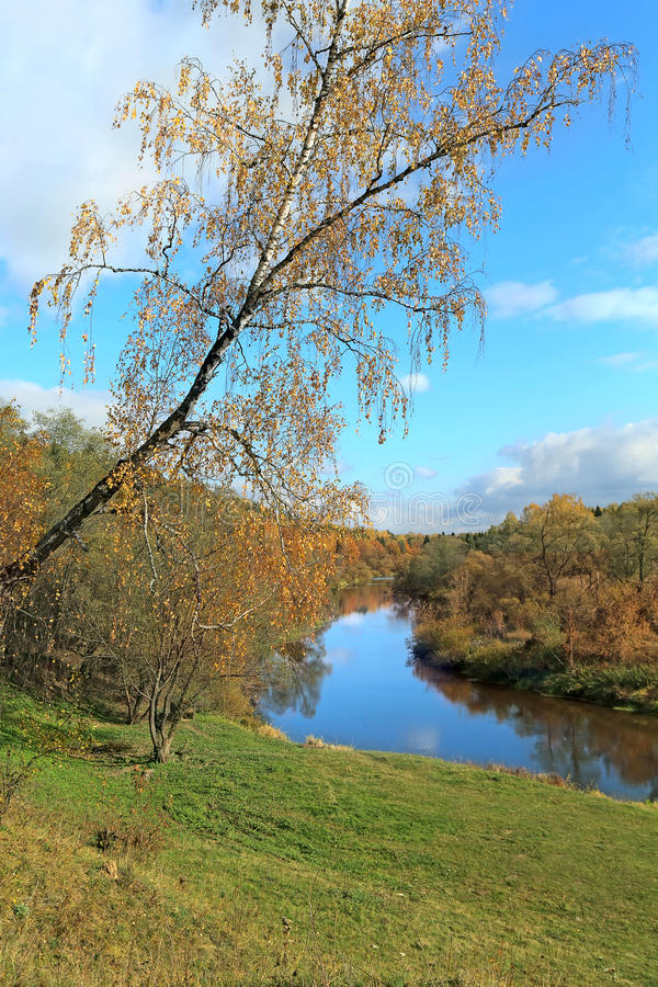 Download Beau Paysage D'automne Avec La Rivière Image stock - Image du jour, nature: 45358529