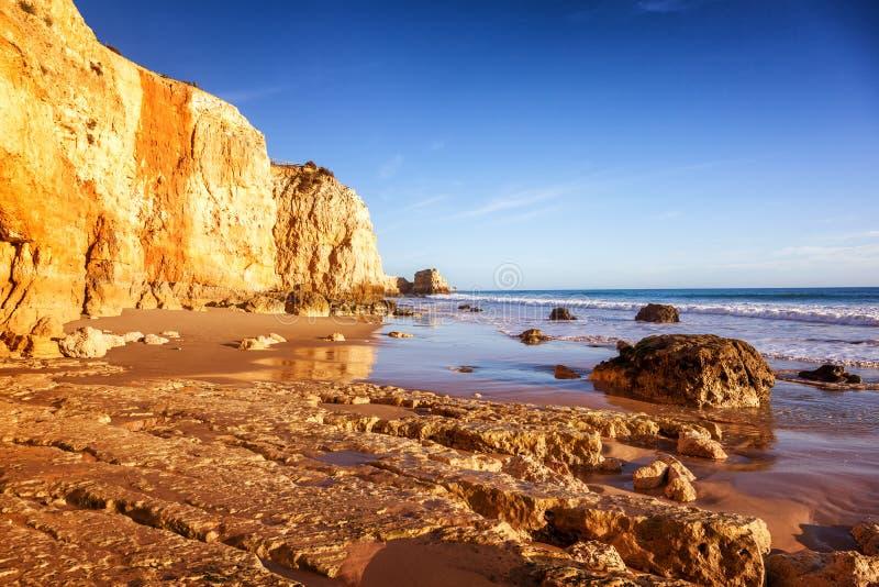 Beau paysage d'océan, la côte de l'Océan Atlantique, port photos libres de droits