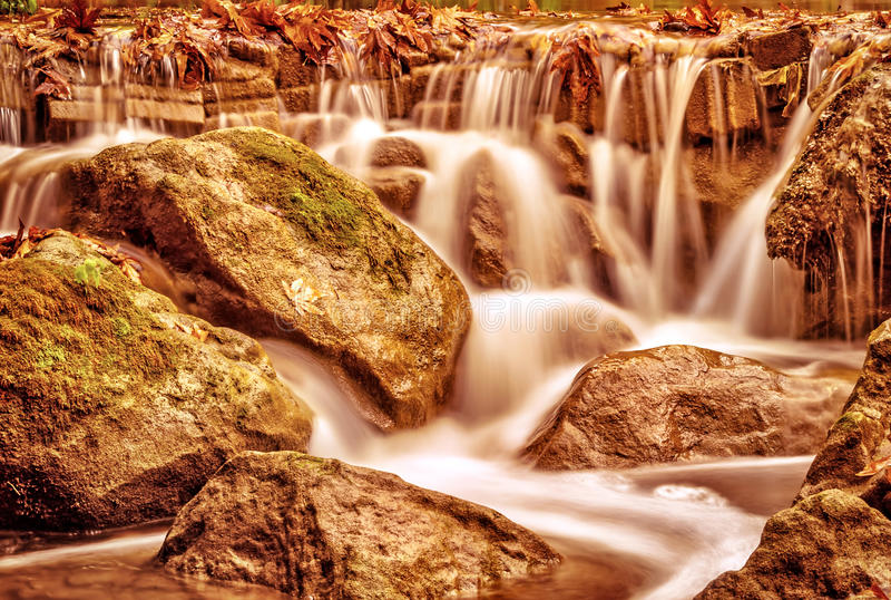Beau paysage de cascade images libres de droits