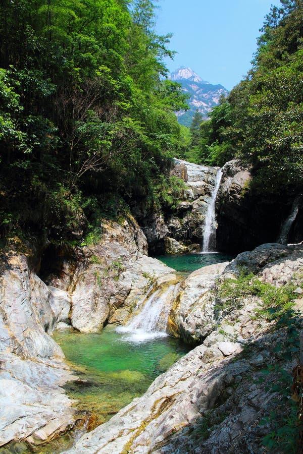Beau paysage de cascade au bâti Huangshan d'Anhui images libres de droits