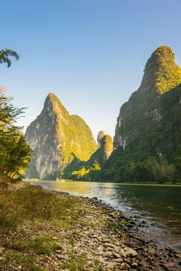 Beau paysage de fleuve de lijiang image stock