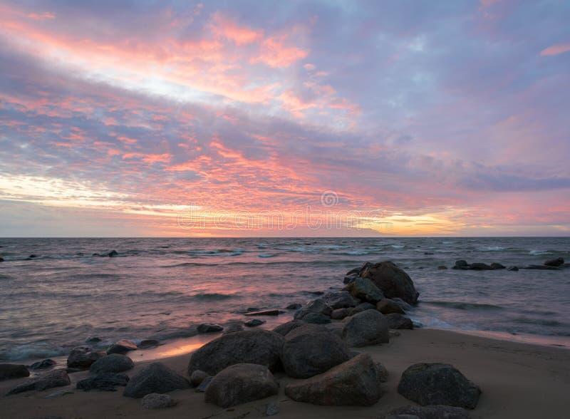 Beau paysage de mer après coucher du soleil photo stock