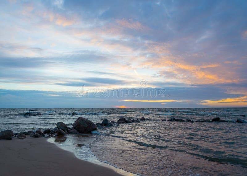 Beau paysage de mer après coucher du soleil images libres de droits