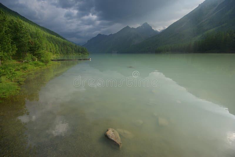 Download Beau Paysage De Montagne Près Du Lac Montagnes Corses De Montagne De Lac De Laque Du Creno De France De La Corse Genre De Terrain Image stock - Image du lointain, horizontal: 87702419