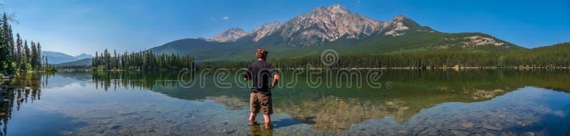 Beau paysage de nature avec le lac de montagne en Colombie-Britannique, Canada images stock