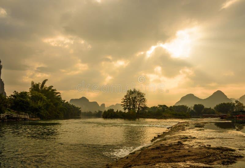 Beau paysage de rivière de Yulong image stock