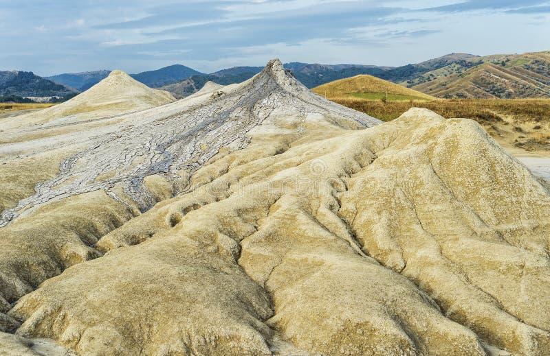 Beau paysage de volcans de boue photographie stock