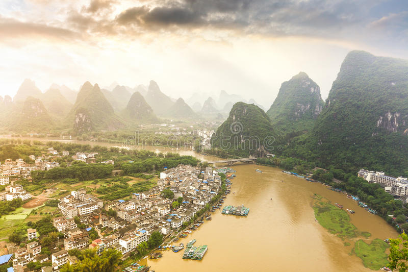 Beau paysage de yangshuo chinois photographie stock