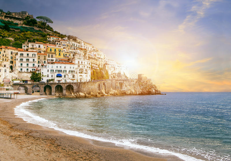 Beau paysage des sud de la mer Méditerranée de côte d'Amalfi ital photos stock