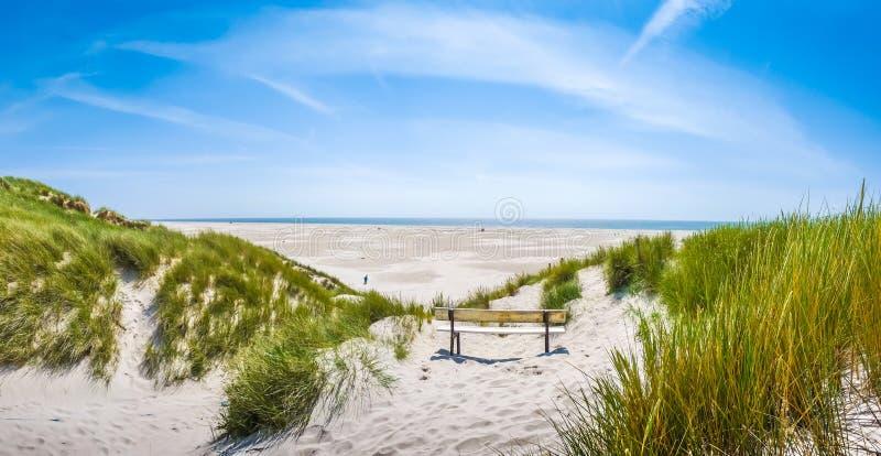 Beau paysage dunaire tranquille et Long Beach à la Mer du Nord, Allemagne images libres de droits