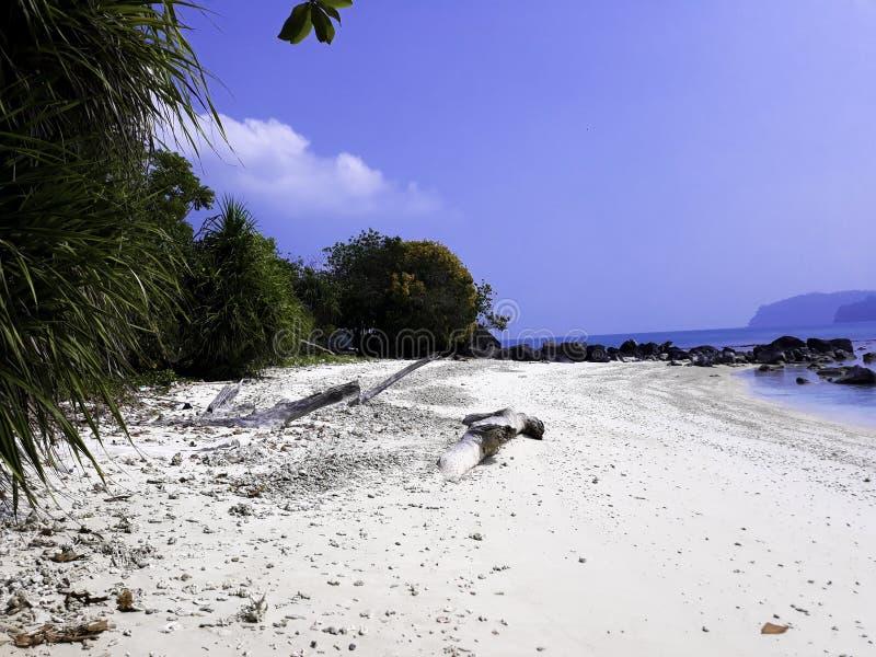 Beau paysage littoral en Indonésie, océan de Lampung photographie stock