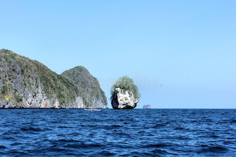Beau paysage marin avec les îles tropicales philippines photo stock