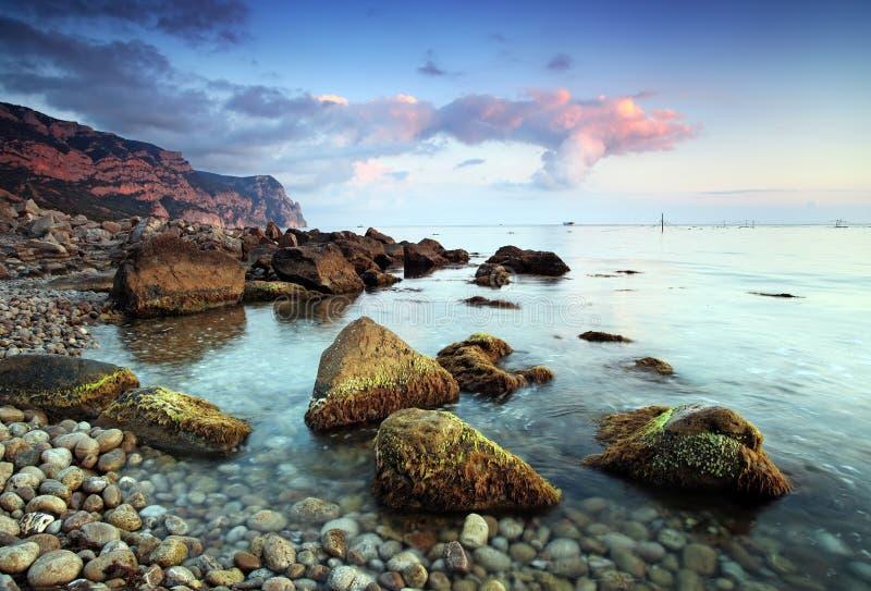 Beau paysage marin. Composition de nature de coucher du soleil. photos stock