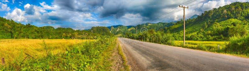 Beau paysage rural Vang Vieng, Laos Panorama photos libres de droits
