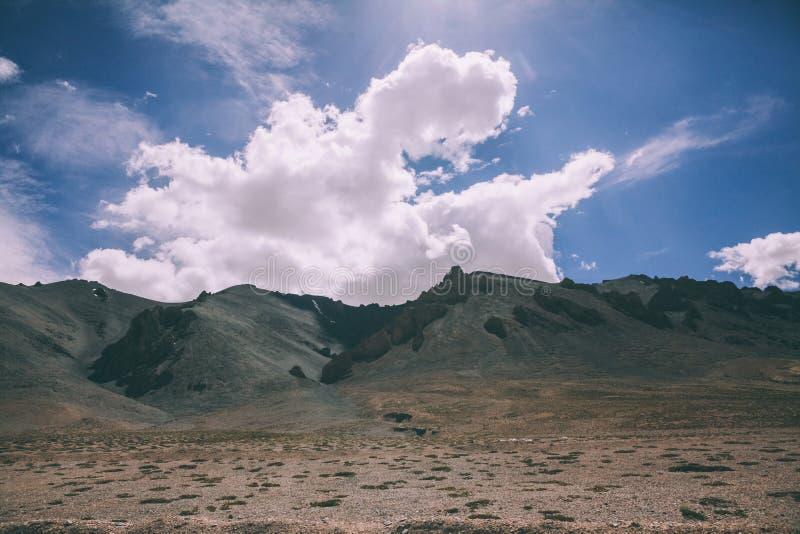 beau paysage scénique de montagne en Himalaya indien, Ladakh image stock