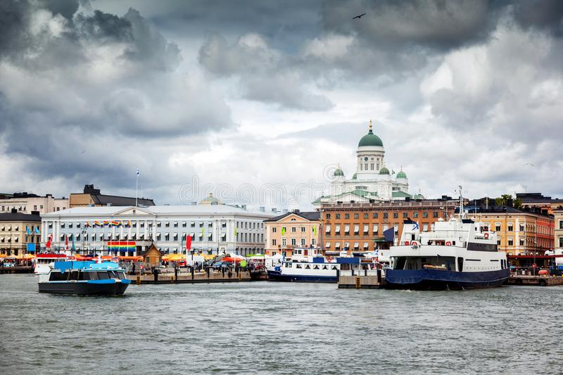 Beau paysage urbain, vue de la capitale de la Finlande Helsinki, Th images libres de droits