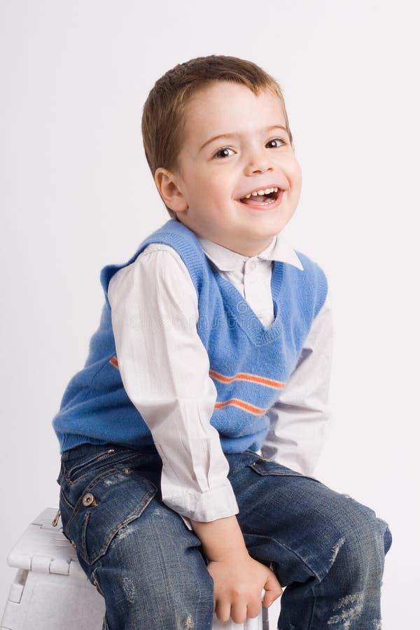 beau petit garçon joyeux images libres de droits