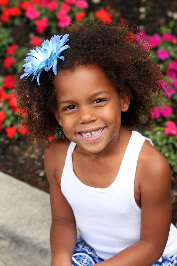 Beau petit sourire de fille d'african-american photo libre de droits