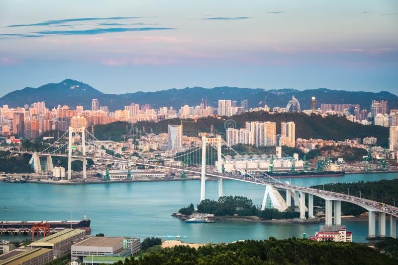 Beau pont de haicang de Xiamen dans le coucher du soleil image stock